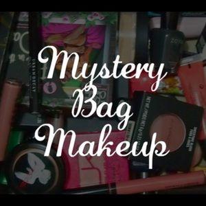 Make Up mystery box